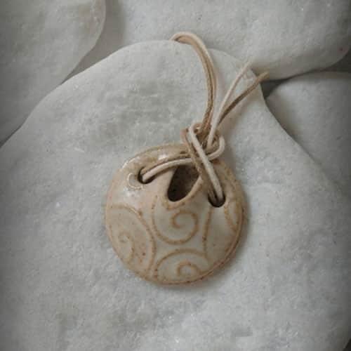 Colar aromático individual modelo arabesco