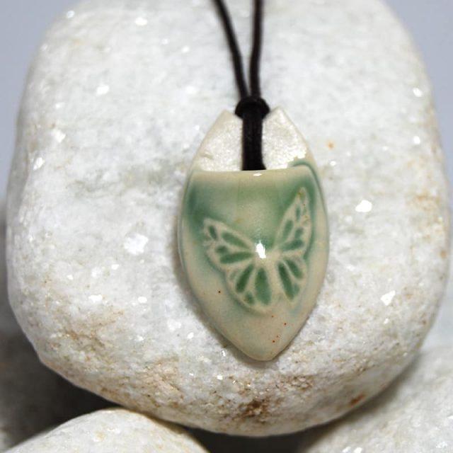 Colar aromático individual modelo borboleta cor verde
