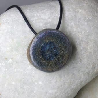Colar aromático vitrificado modelo lua cor azul
