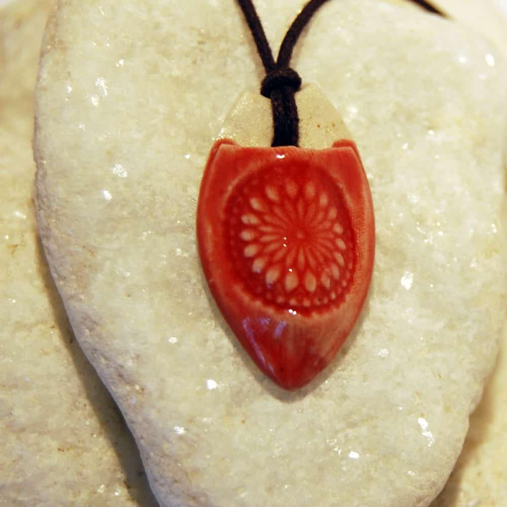 Colar aromático individual modelo mandala cor vermelha