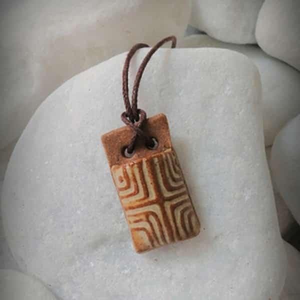 Colar aromático individual aromatico masculino modelo tribal cor terra