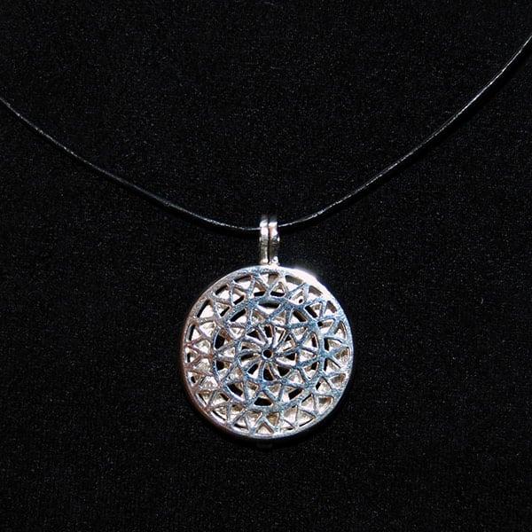 Pingente aromático em prata modelo sol