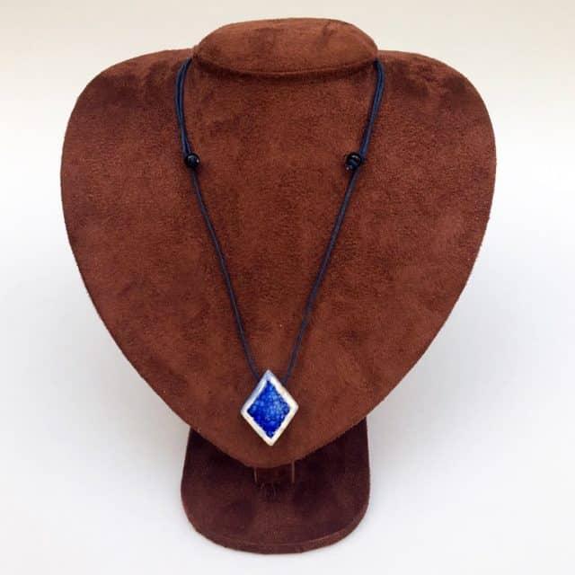 Colar aromático losango cor azul