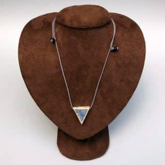 Colar aromático triângulo para baixo cor azul claro